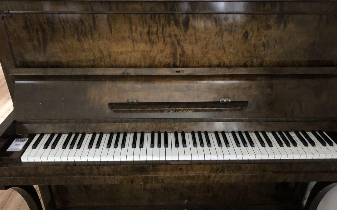 Östlind & Almquist piano